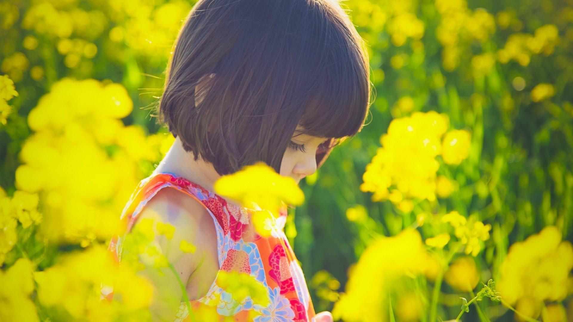 children-beautiful-yellow-flower-cute-girl-beauty-y80w