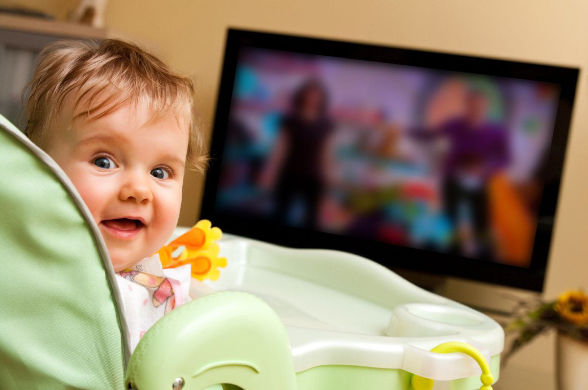 baby_and_tv